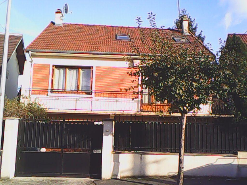 Maison Bondy 8 pièce(s) 271M2