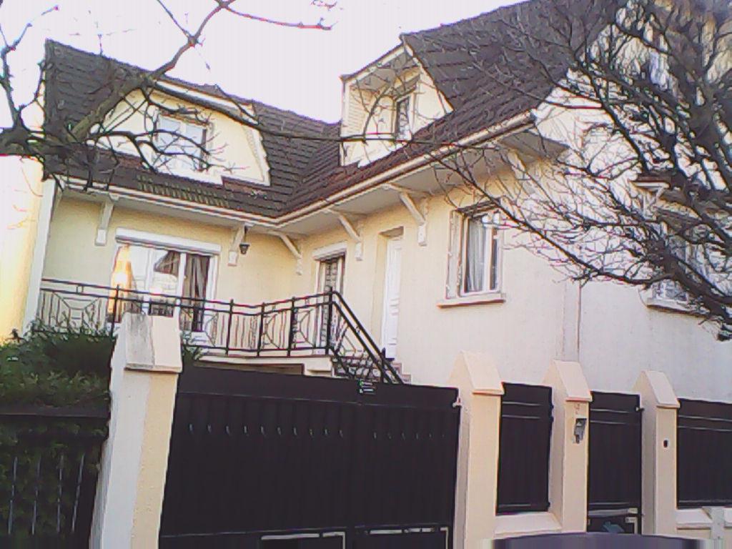 Maison d'exception 7 pièce(s) 180 m2 à Stains