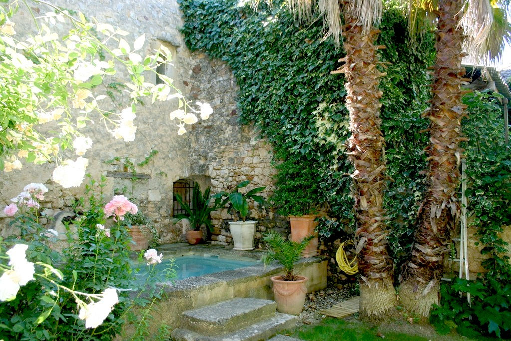 Uzes 8kms, superb renovation, charming house 215m2 with garden and pool SH""