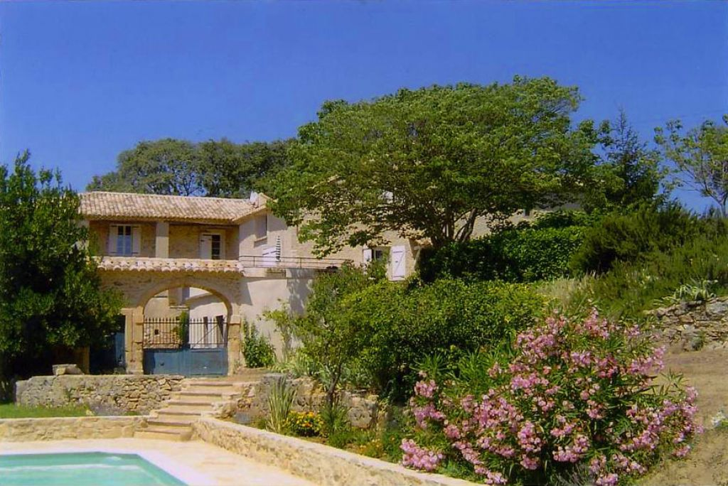 Uzès - Avignon, magnificent stone Mas, 460m2 main house plus 2 separate holiday flats, 8 acres of land, panoramique view