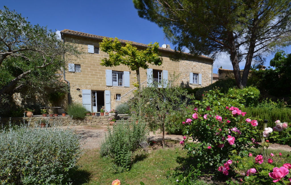 Uzès, stone Mas, villages all commodities, large garden, heated pool and building land
