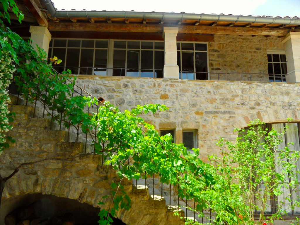 Uzes 8k, beautiful renovated Mas, pretty village with garden and pool