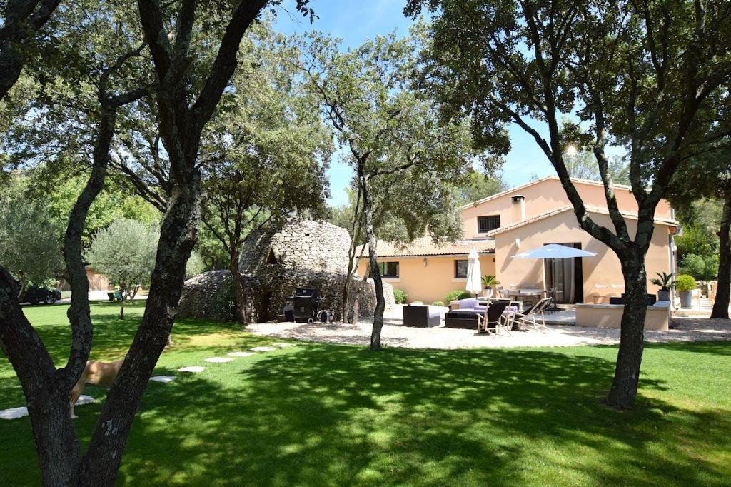 """Uzès, en pleine nature, maison """" bijou"""", belle prestations, sur 4500m2 parc boisé avec piscine"""