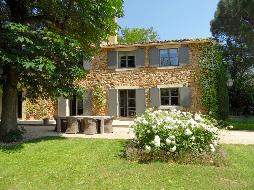 Uzès region, magnificent Mas 272 m2 sh on 5 acres land, lap pool, ouhouses for conversion.