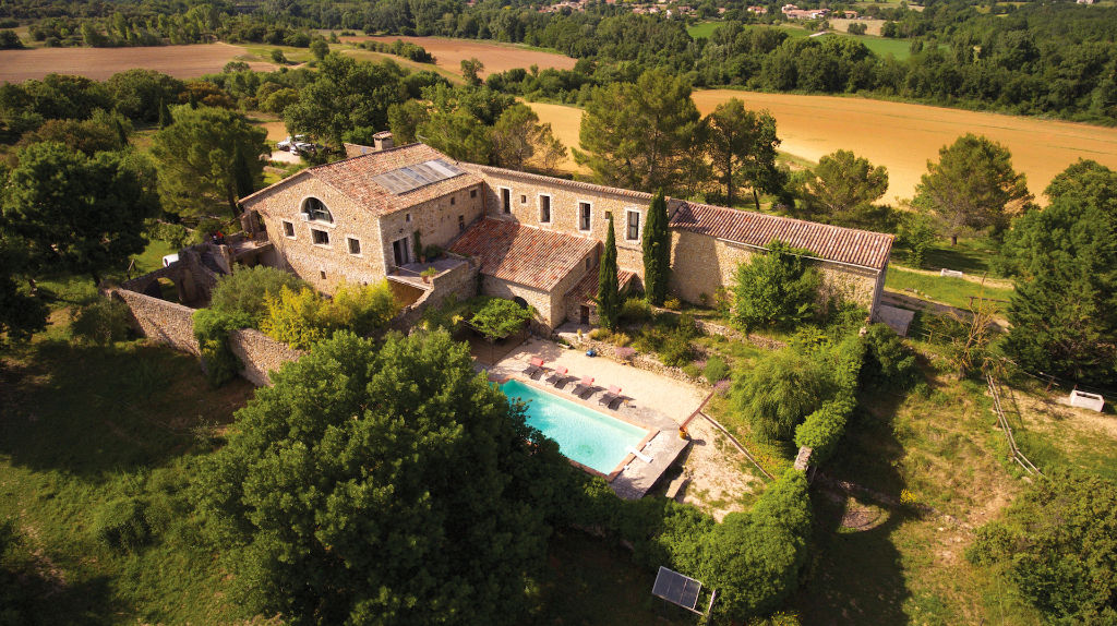 Uzès - Alès, large renovated Mas on 3 acres, ideal tourist project.