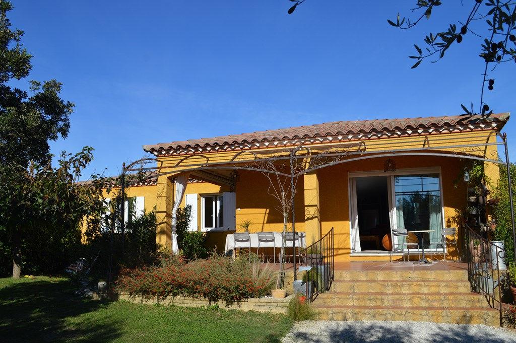 Uzès region, village recherché, villa 120m2 SH sur 1230m2 ejardin clos, 4 chambres, garage