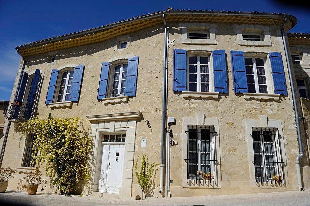 North of Avignon, Master house plus two separate dwellings, pool & garages, good rental income