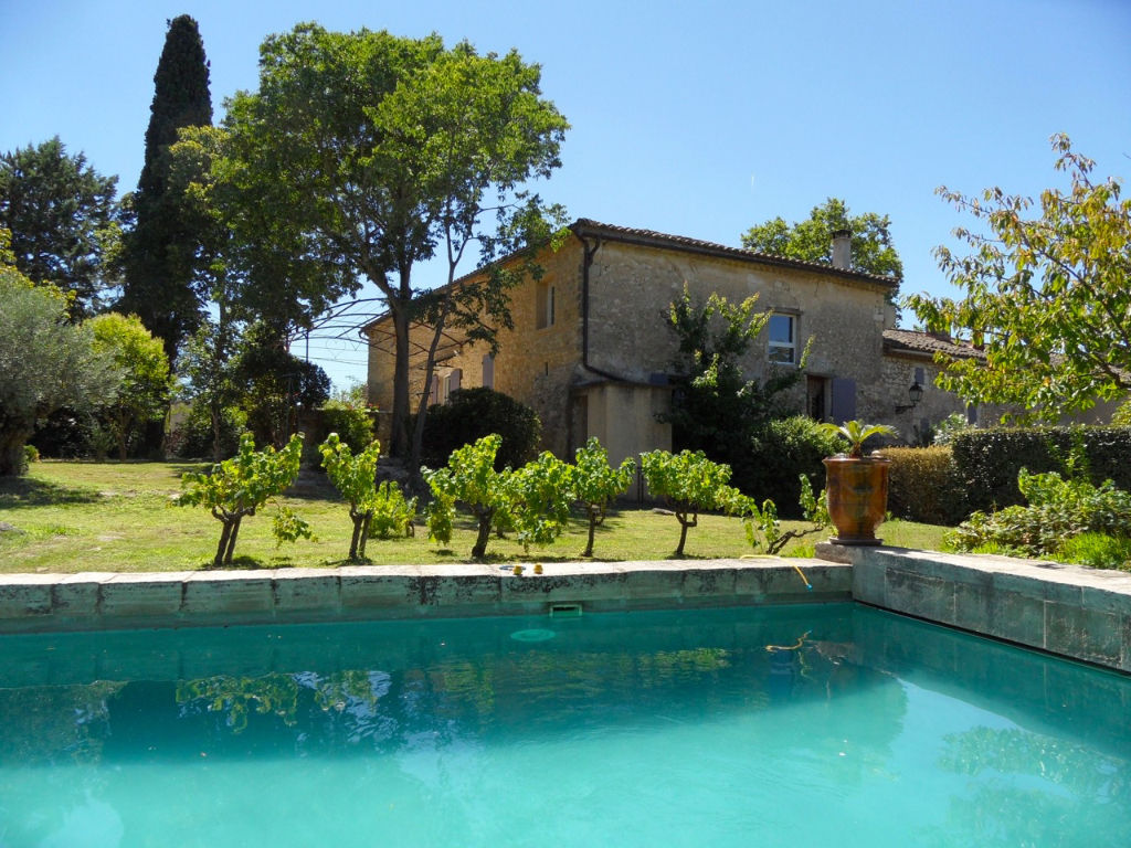 Cèze river valley, beautiful property, 650m2 on 7400 m enclosed grounds with 2 pools and pool house
