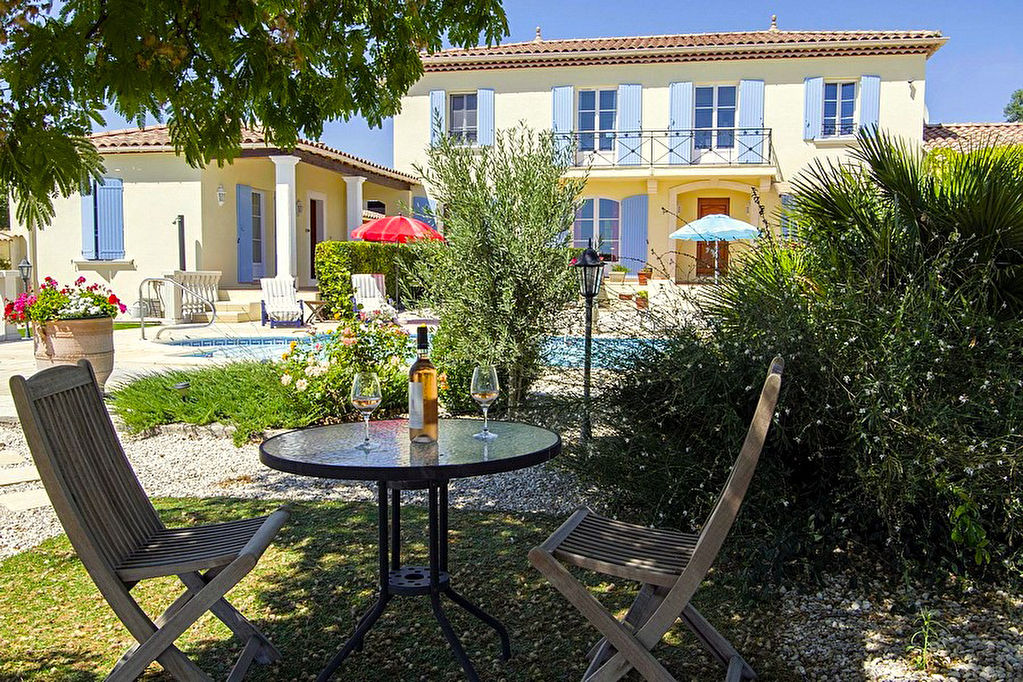 Uzès region, two lovely Provençal villas on beautiful grounds with pool