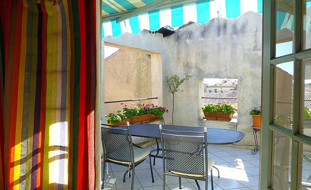 Uzès, centre sauvgardé, joli appartement 78m2, 2 chambres, terrace