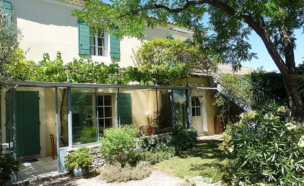 Uzès-Avignon, maison 211m2, 7 chambres, avec charmante jardin.