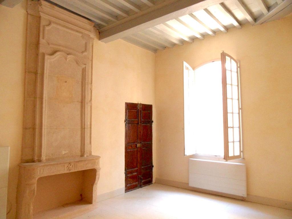 Uzès, centre historique, appartement 105 m², 2 chambres, authenticité et charme
