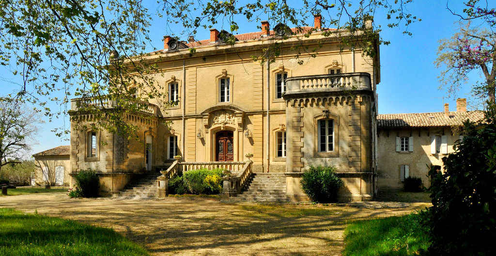 Uzès, impressive 19th century château on 3 acres enclosed grounds