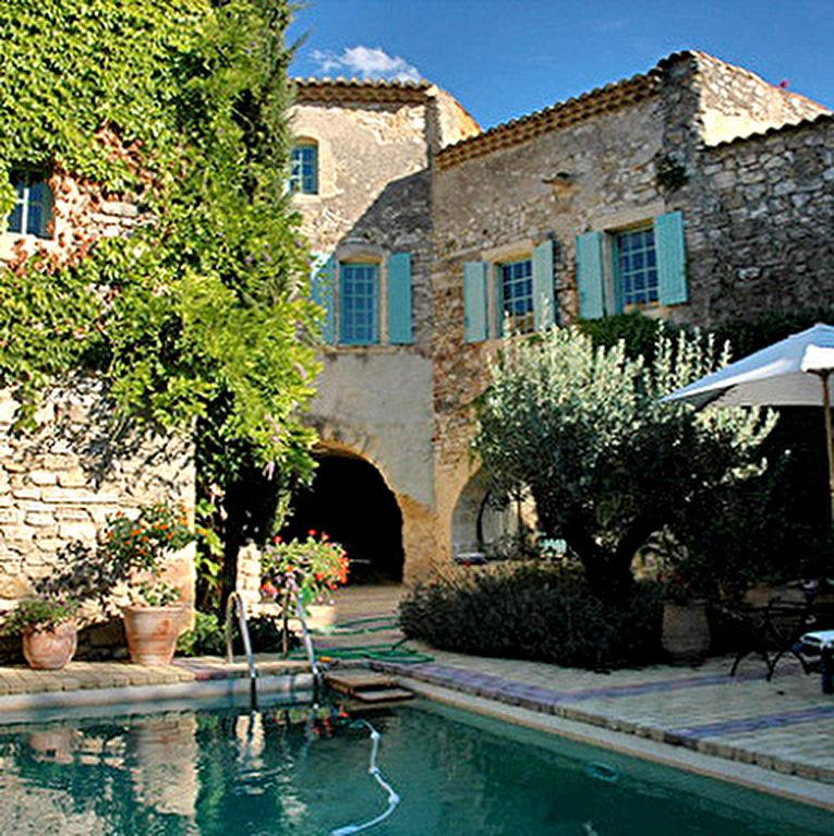 Uzès - Nîmes, maison de village d'env 330m2 , cour-patio avec piscine, terrasses avec vue