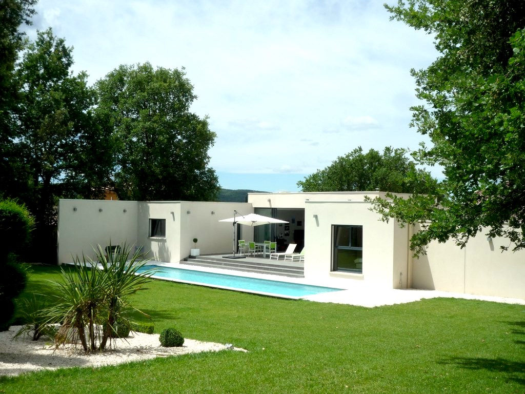 Uzès, 12k, splendid contemporary house, 156 m2 SH on 1700m2 ground, nice environment