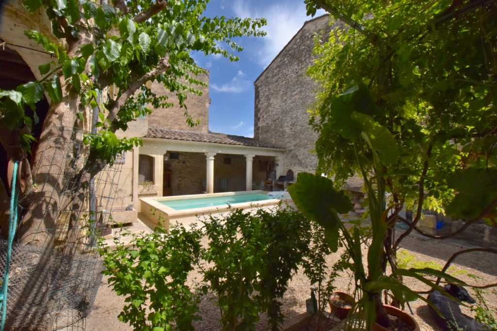 NImes -Montpellier, traditional wine growers house, 220m2, patio courtyard  120m2 with heated pool and garage.