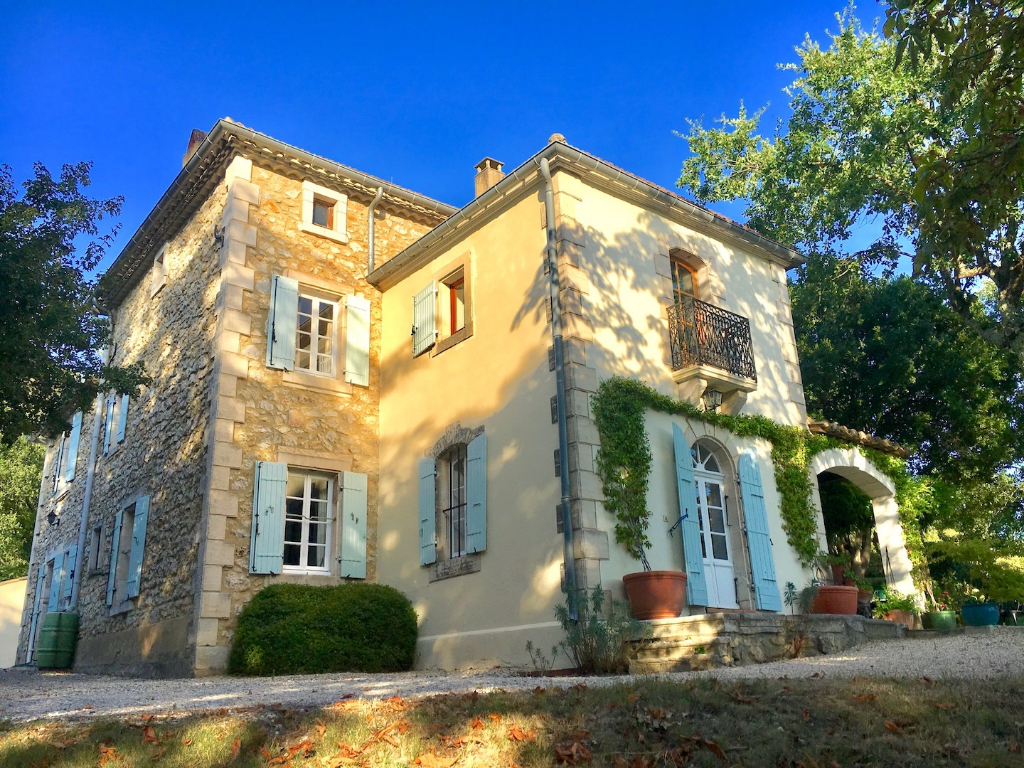 Uzès, 30 minutes, elegant 19th century property, standing on 2,5 acres enclosed grounds