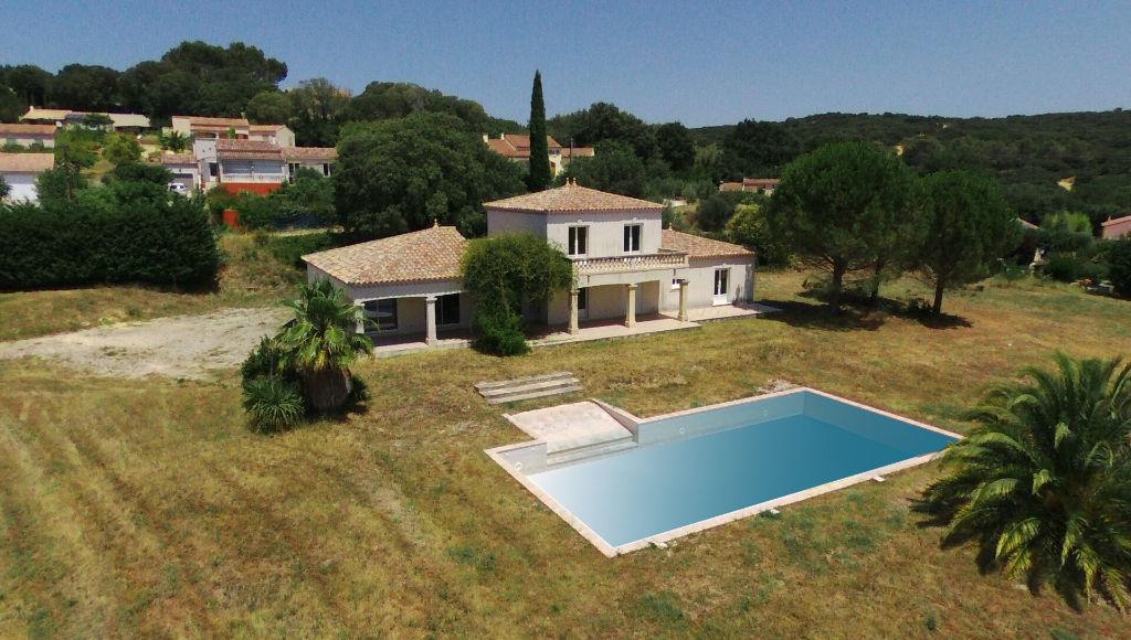 Uzès, villa 225m2 SH, prestations de qualité , sur 8000m2 terrain clos et constructible, piscine 15 X 7