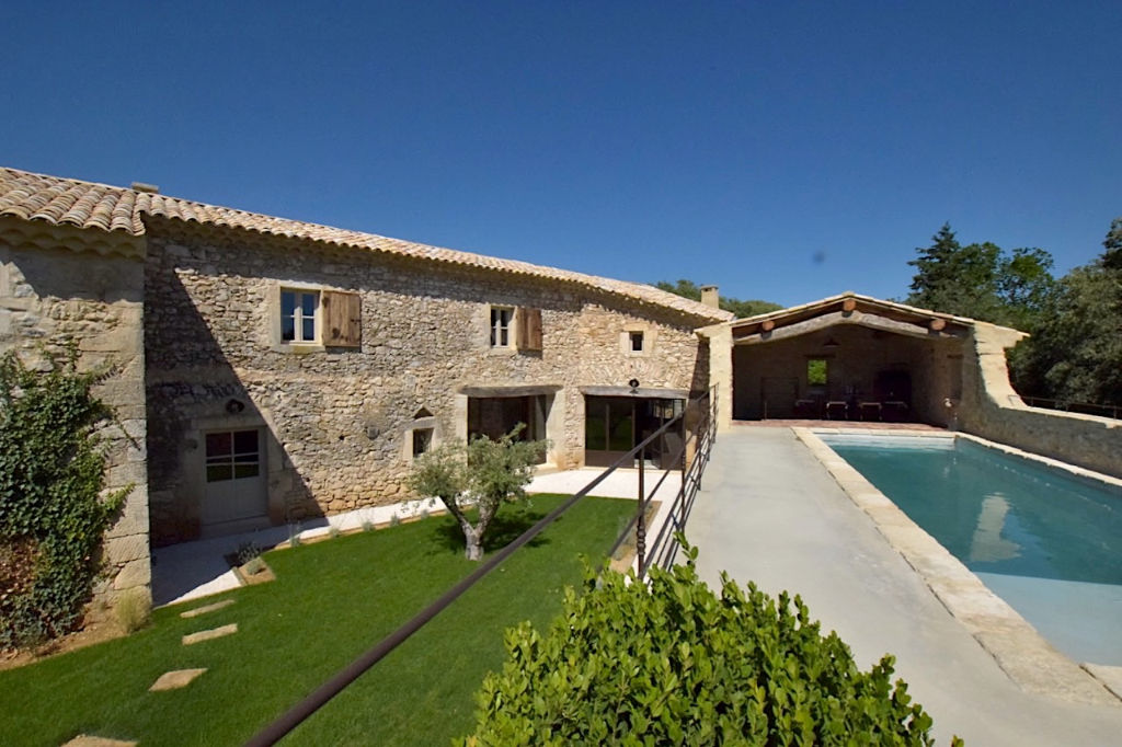 Uzès, 20 mns, idyllic hamlet house, superb renovation in peaceful countryside,  230 m2, swimming pool, garage