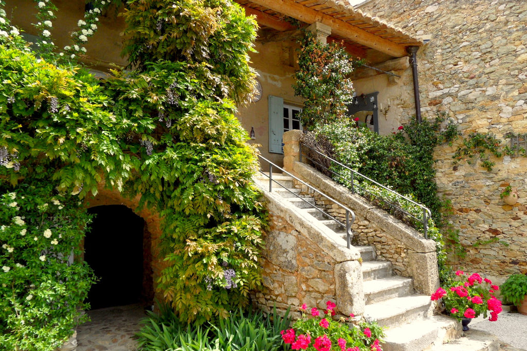 Uzès region, charming golden stone property ,400 m2 with garden and swimming pool