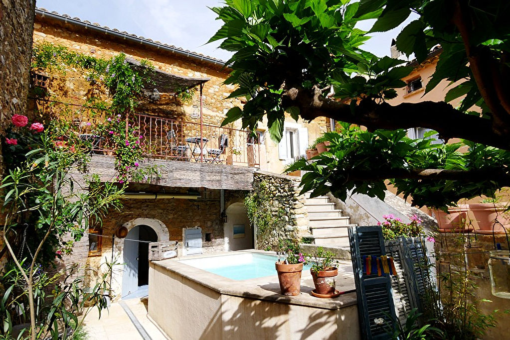 "Uzès region, charming illage house with pretty terrace and ""bassin"" style pool"