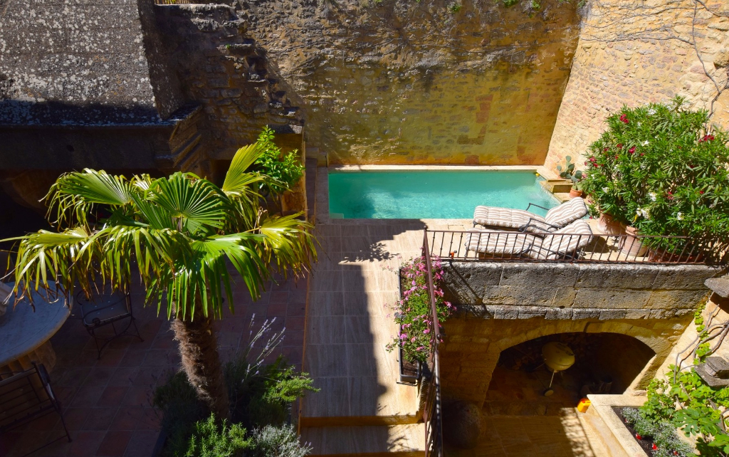 Uzès - Avignon, property of prestige, historical village, quality renovation, terraces, pool