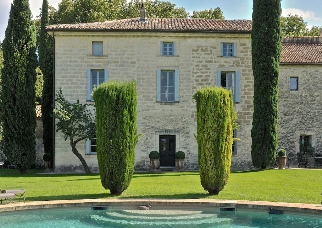 UZES,  historical Domaine with  3 properties on 14 acres of grounds