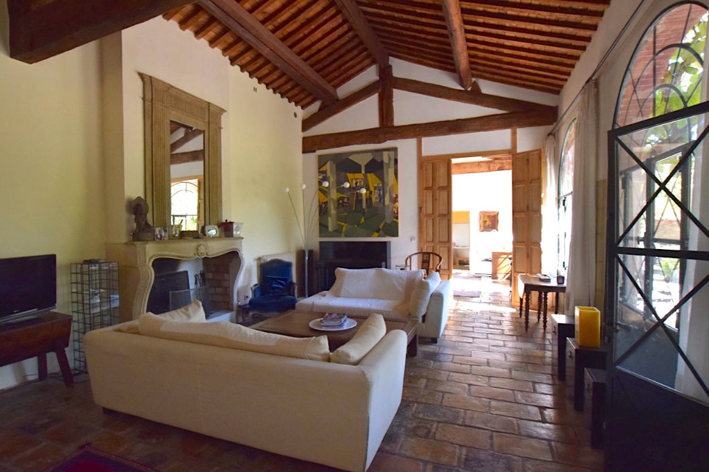 Uzès, rare ! Orangerie, 224 m2 on 1/2 acre private grounds, guest house and pool.