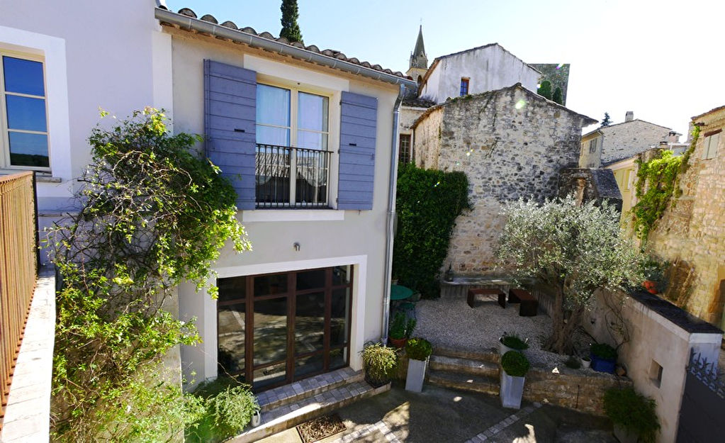Uzès,  charming village house, beautifully renovated, breathtaking views, pool , garage