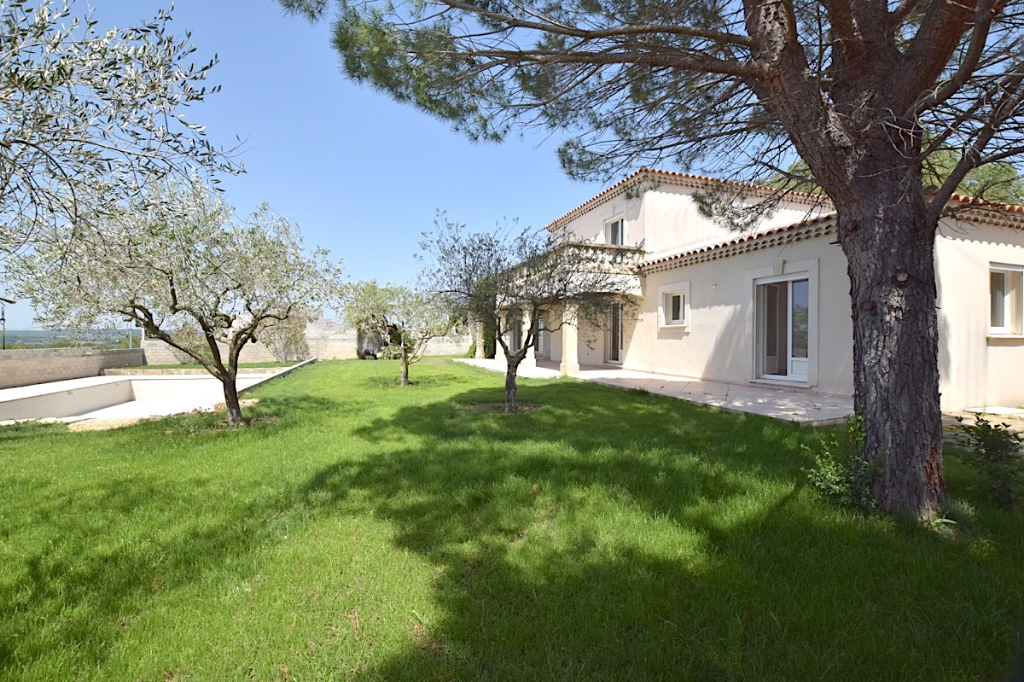 Uzès, villa 225m2 SH, quality fittings on 2000m2  with swimming pool 15 X 7