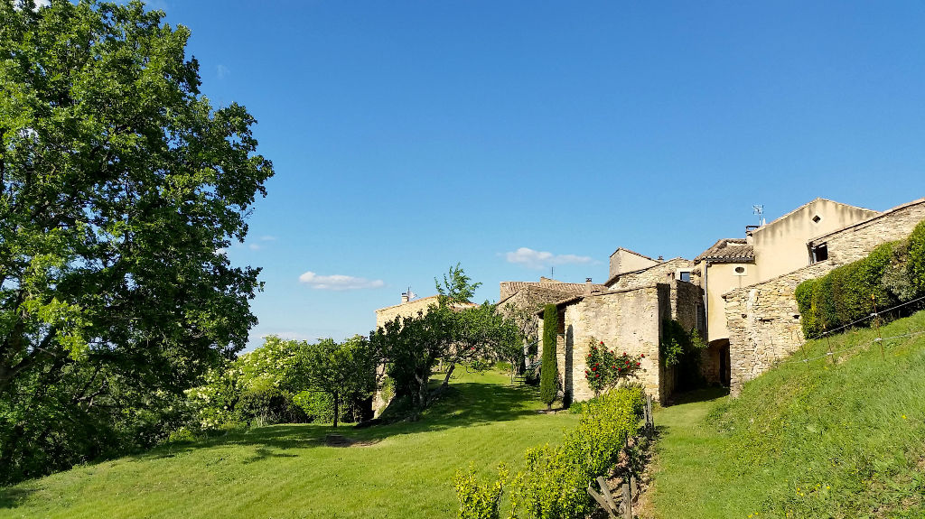 Uzès 20 mns, peaceful hamlet, charming stone house, beautiful garden, panoramic view