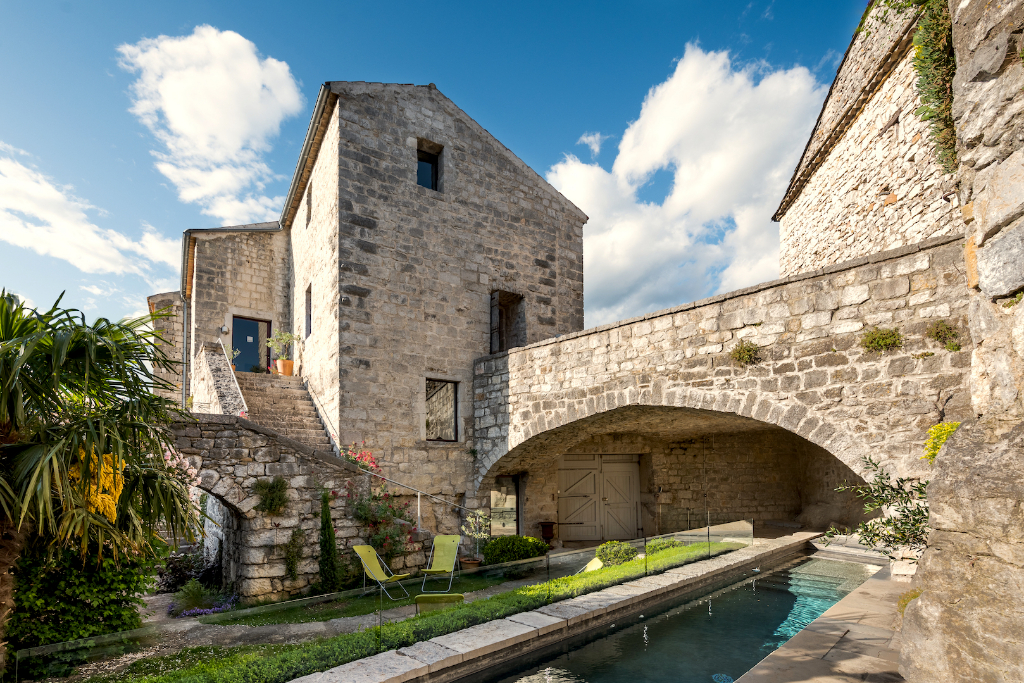 Chateau medieval, listed village, on a rocky pinnacle directly overlooking the Ardeche River below