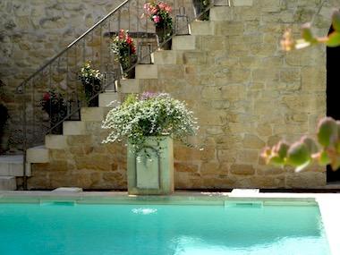 Uzès centre, somptueuse demeure 425m² habitables, patio d'intérieur avec piscine, terrasses