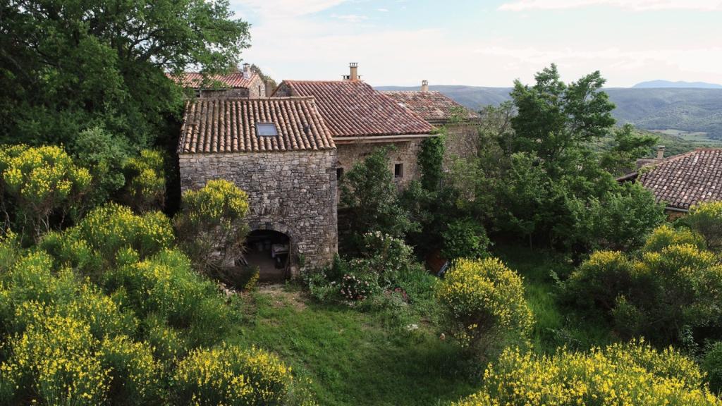 Goudargues proche, maison de hameau à rénover sur les hauteurs, env 150m² possibles
