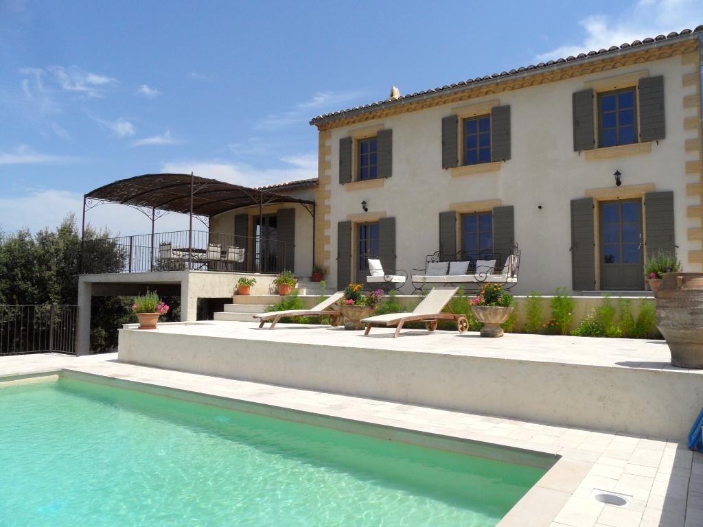 UZES, Bastide récente, vue imprenable, prestations de qualité, 245m² SH sur 3000m², piscine