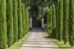 Uzès, magnifique château sur parc paysager de 8600m2, arboré et fleuri, piscine chauffée de 18 x 8m,  bassin et tennis
