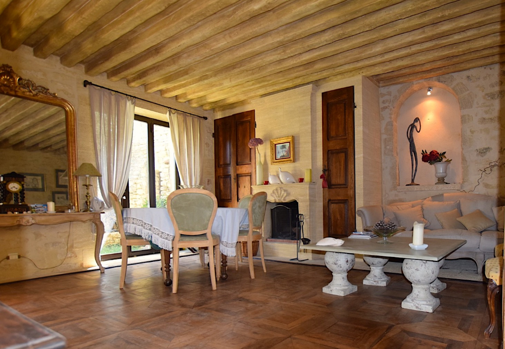 Uzès region, magnificent village property, 348m2 with patio, terraces, pool, sauna and garage