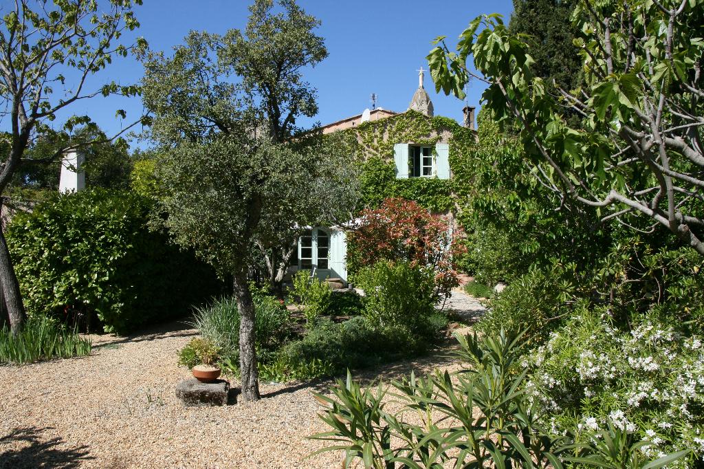 Uzès proche,  à 10 minutes , joli maison de charme 155 m2 jardin et piscine