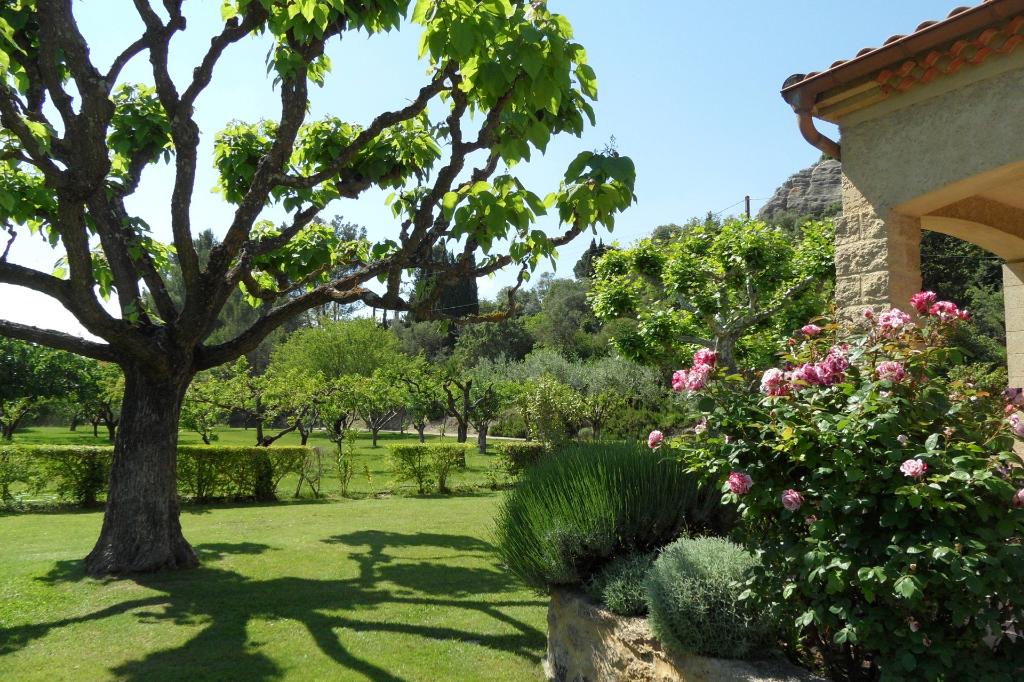Villeneuve les Avignon, proche, belle maison 175m2 SH, 3250m2 terrain avec piscine , garage, terrain à detacher pour batir.