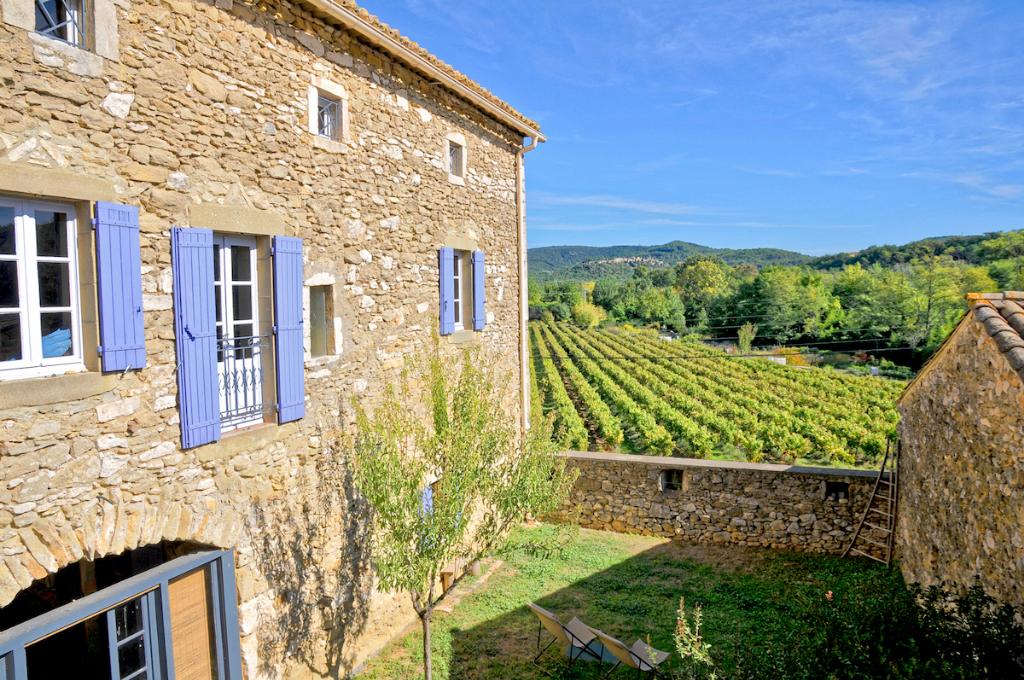Goudargues, proche école et commerces, charmante maison 180m2 avec terrasse et jardinet