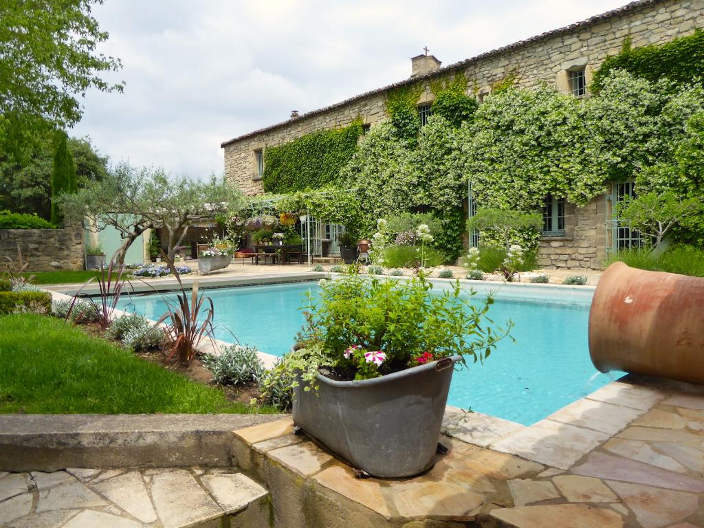 Uzès proche, propriété de charme dans joli village, 300m2 SH avec superbe jardin et piscine