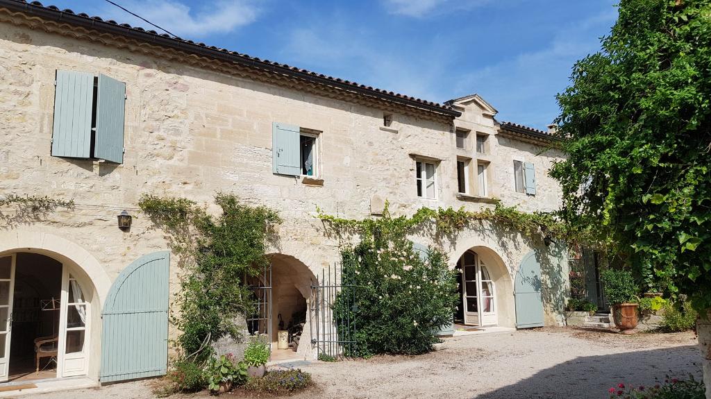 Mas Provençal entre Uzès, Avignon et Arles