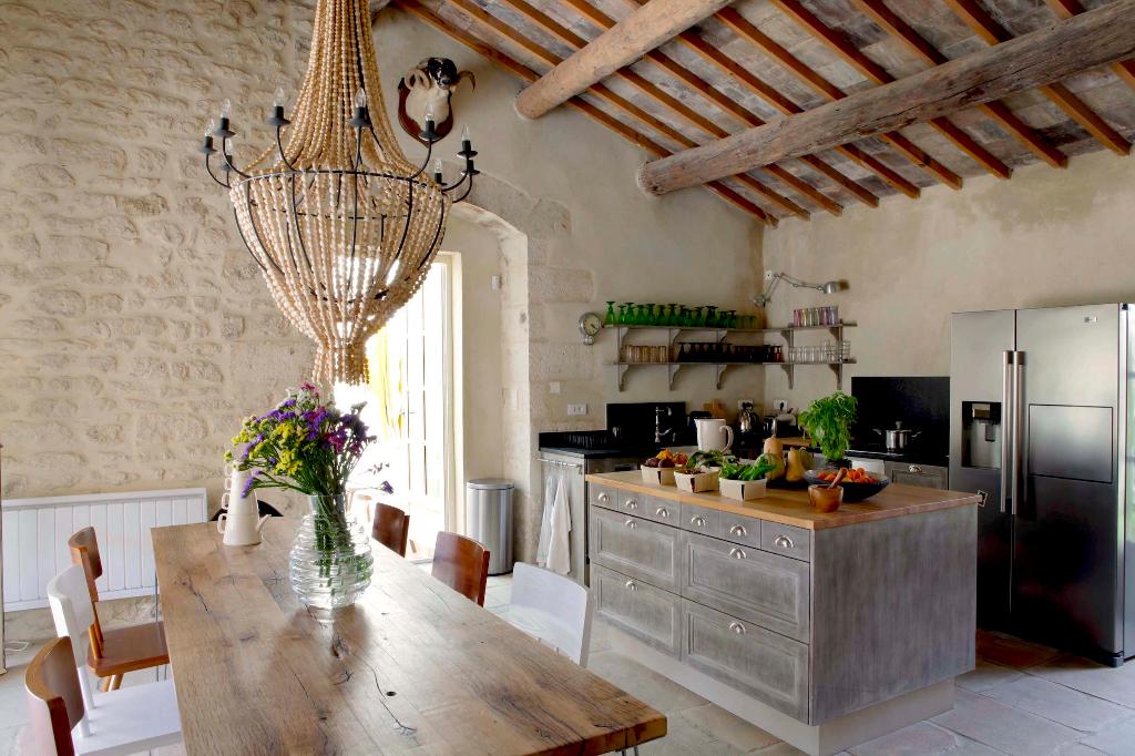 Uzès - Avignon, magnificent demeure ,village with amenities, 375m2 living space, terraces, heated pool.
