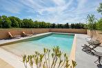 UZES à pied, beau Mas 210m2 SH sur 2 ha de terrain , piscine chauffée