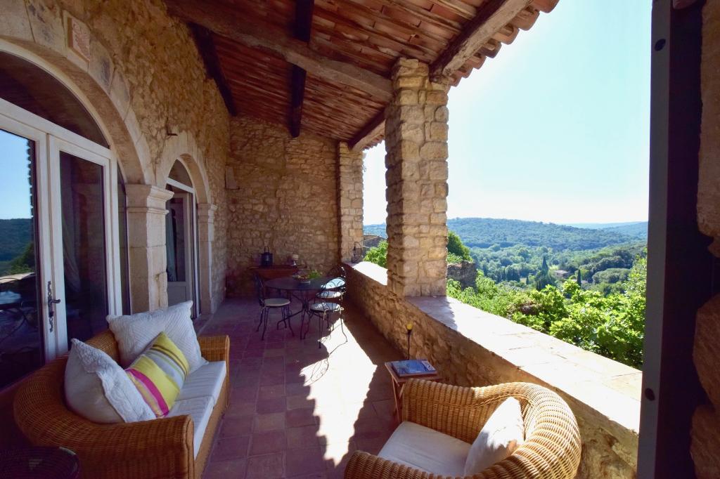 La Roque sur Cèze, au pied du Château, ravissante maison de village avec vue panoramique