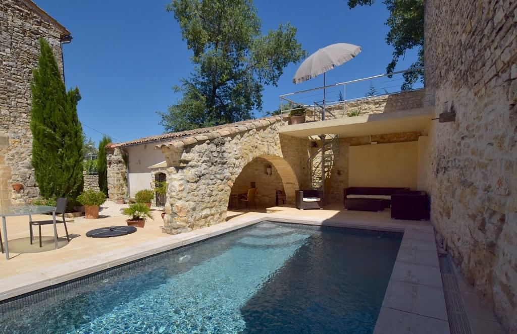 Uzès, close, village with shops, charming house plus guest house, heated pool