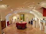 Au nord d'Uzès, ancienne filature entièrement rénovée, ateliers d'artistes et galerie, piscine, parc de 2 hectares
