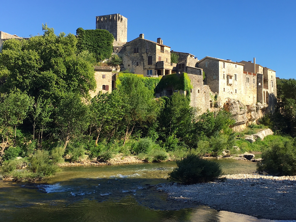 MONTCLUS, village listed amongst the most beautiful of France, 17th character property, 165m2, view overlooking the river