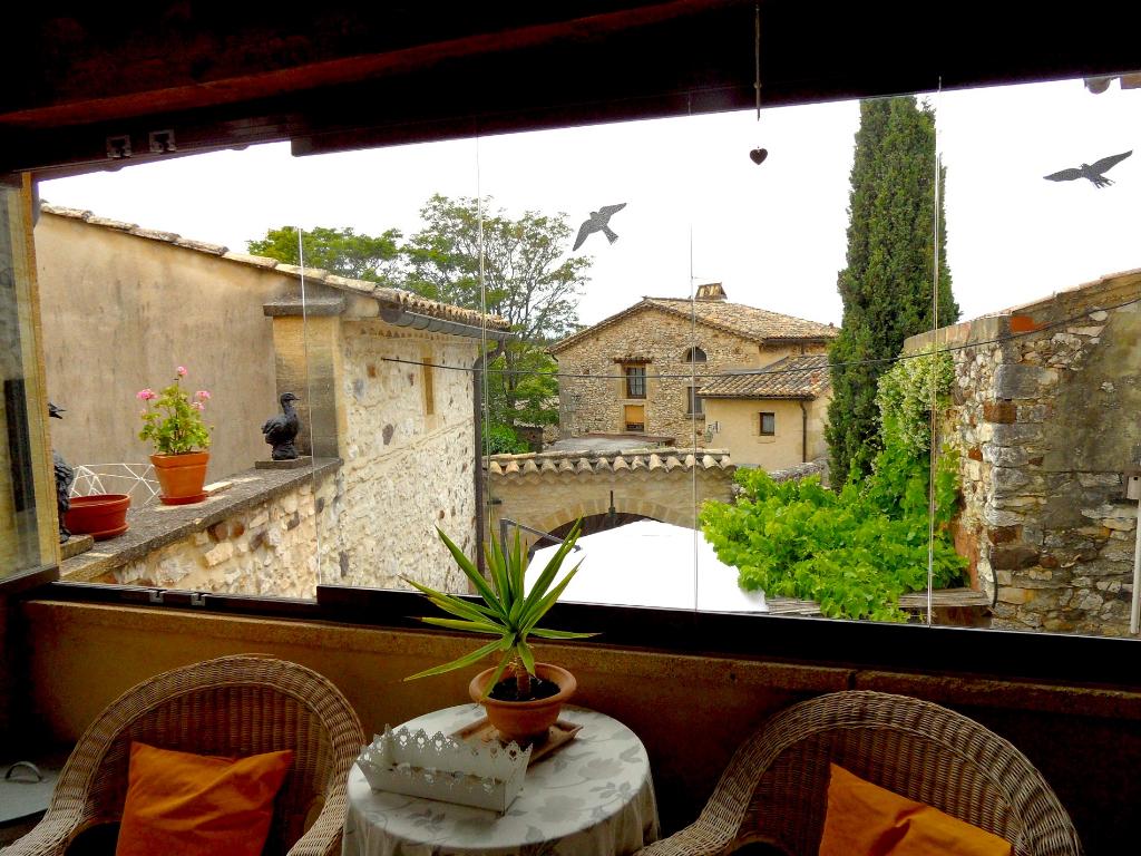 Near Uzès, large village house with pretty  patio and terraces
