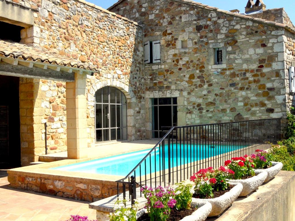 Vue imprenable, Uzès, 10 mns, propriété et village de charme, 315m² SH, terrasses, jardin, piscine